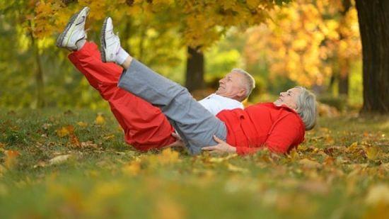 Ejercicios para fortalecer huesos y músculos en personas mayores