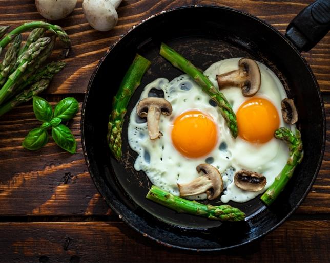 Ideas saludables para desayunos sin harinas fitnatura for 3 cocinar un huevo sin fuego