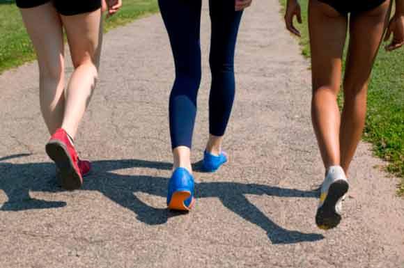 caminar-es-mejor-para-adelgazar-que-ir-al-gym-fitnatura